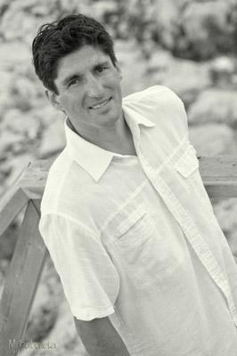 Ezequiel posando con camisa blanca, mjbolboreta.es