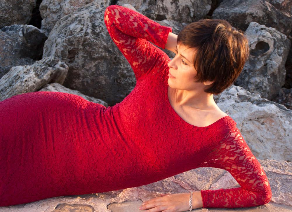 Silvana_7_posando-vestido-rojo_mjbolboreta.es